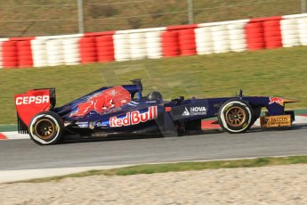 World © Octane Photographic Ltd. Formula 1 Winter testing, Barcelona – Circuit de Catalunya, 3rd March 2013. Toro Rosso STR8, Daniel Ricciardo in a new unpainted helmet. Digital Ref: 0584lw7d1040