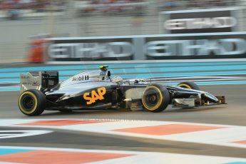 World © Octane Photographic Ltd. 2014 Formula 1 Abu Dhabi Grand Prix, F1 Qualifying, Saturday 22nd November 2014. McLaren Mercedes MP4/29 – Kevin Magnussen. Digital Ref : 1166CB1D8240