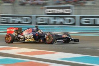 World © Octane Photographic Ltd. 2014 Formula 1 Abu Dhabi Grand Prix, F1 Qualifying, Saturday 22nd November 2014. Scuderia Toro Rosso STR9 – Jean-Eric Vergne. Digital Ref : 1166CB1D8290