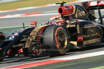 World © Octane Photographic Ltd. Friday 9th May 2014. Circuit de Catalunya - Spain - Formula 1 Practice 1 pitlane. Lotus F1 Team E22 – Pastor Maldonado. Digital Ref: