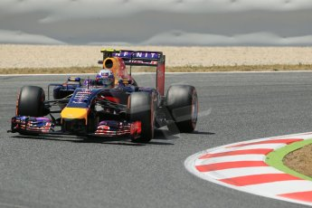 World © Octane Photographic Ltd. Saturday 10th May 2014. Circuit de Catalunya - Spain - Formula 1 Qualifying. Infiniti Red Bull Racing RB10 – Daniel Ricciardo. Digital Ref: 0936lb1d7723