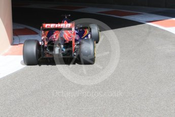 World © Octane Photographic Ltd. Scuderia Toro Rosso STR10 – Max Verstappen. Friday 27th November 2015, F1 Abu Dhabi Grand Prix, Practice 1, Yas Marina. Digital Ref: 1477CB7D1684