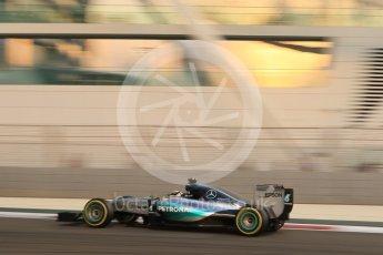 World © Octane Photographic Ltd. Mercedes AMG Petronas F1 W06 Hybrid – Lewis Hamilton. Friday 27th November 2015, F1 Abu Dhabi Grand Prix, Practice 2, Yas Marina. Digital Ref: 1478CB7D1887
