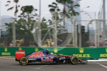 World © Octane Photographic Ltd. Scuderia Toro Rosso STR10 – Carlos Sainz Jnr. Friday 18th September 2015, F1 Singapore Grand Prix Practice 1, Marina Bay. Digital Ref: