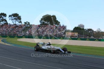 World © Octane Photographic Ltd. Mercedes AMG Petronas W07 Hybrid – Lewis Hamilton Sunday 20th March 2016, F1 Australian GP Race, Melbourne, Albert Park, Australia. Digital Ref : 1524LB5D2146