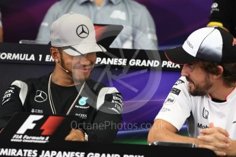 World © Octane Photographic Ltd. F1 Singapore GP FIA Driver Press Conference, Suzuka Circuit, Suzuka, Japan. Thursday 6th October 2016. Mercedes AMG Petronas – Lewis Hamilton and McLaren Honda - Fernando Alonso chat. Digital Ref : 1727LB1D3328