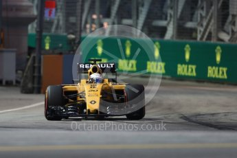 World © Octane Photographic Ltd. Renault Sport F1 Team RS16 - Kevin Magnussen. Friday 16th September 2016, F1 Singapore GP Practice 1, Marina Bay Circuit, Singapore. Digital Ref : 1716LB1D9747