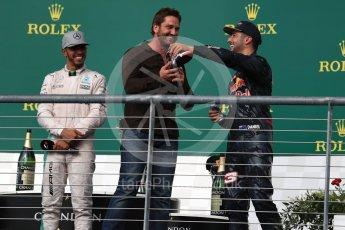 World © Octane Photographic Ltd. Gerard Butler with Mercedes AMG Petronas – Lewis Hamilton (1st) and Red Bull Racing – Daniel Ricciardo (3rd). Sunday 23rd October 2016, F1 USA Grand Prix Podium, Austin, Texas – Circuit of the Americas (COTA). Digital Ref :1750LB1D4692