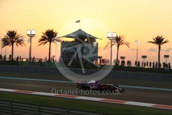 World © Octane Photographic Ltd. Formula 1 - Abu Dhabi Grand Prix - Friday - Practice 2. Brendon Hartley - Scuderia Toro Rosso STR12. Yas Marina Circuit, Abu Dhabi. Friday 24th November 2017. Digital Ref: 2003LB2D8680