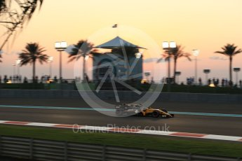 World © Octane Photographic Ltd. Formula 1 - Abu Dhabi Grand Prix - Friday - Practice 2. Nico Hulkenberg - Renault Sport F1 Team R.S.17. Yas Marina Circuit, Abu Dhabi. Friday 24th November 2017. Digital Ref: 2003LB2D8883