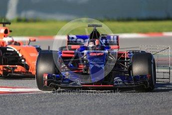 World © Octane Photographic Ltd. Formula 1 - Winter Test 2. Daniil Kvyat - Scuderia Toro Rosso STR12 and Stoffel Vandoorne - McLaren Honda MCL32. Circuit de Barcelona-Catalunya. Tuesday 7th March 2017. Digital Ref :1784CB1D0466