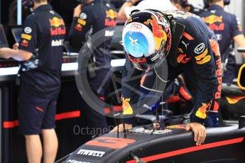 World © Octane Photographic Ltd. Formula 1 - Singapore Grand Prix - Practice 3. Daniel Ricciardo - Red Bull Racing RB13. Marina Bay Street Circuit, Singapore. Saturday 16th September 2017. Digital Ref:1962LB1D1319