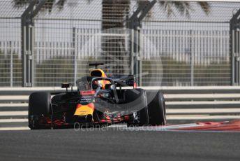 World © Octane Photographic Ltd. Formula 1 – Abu Dhabi GP - Practice 1. Aston Martin Red Bull Racing TAG Heuer RB14 – Daniel Ricciardo. Yas Marina Circuit, Abu Dhabi. Friday 23rd November 2018.