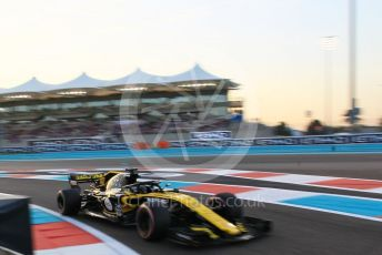World © Octane Photographic Ltd. Formula 1 – Abu Dhabi GP - Qualifying. Renault Sport F1 Team RS18 – Nico Hulkenberg. Yas Marina Circuit, Abu Dhabi. Saturday 24th November 2018.