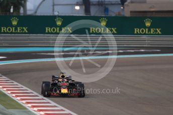 World © Octane Photographic Ltd. Formula 1 – Abu Dhabi GP - Qualifying. Aston Martin Red Bull Racing TAG Heuer RB14 – Daniel Ricciardo. Yas Marina Circuit, Abu Dhabi. Saturday 24th November 2018.