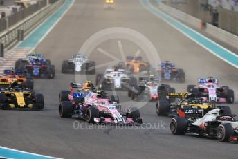 World © Octane Photographic Ltd. Formula 1 – Abu Dhabi GP - Race. Racing Point Force India VJM11 - Esteban Ocon and teh pack head into the first corner on the opening lap. Yas Marina Circuit, Abu Dhabi. Sunday 25th November 2018.