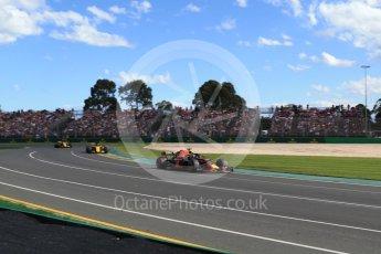 World © Octane Photographic Ltd. Formula 1 – Australian GP - Race. Aston Martin Red Bull Racing TAG Heuer RB14 – Daniel Ricciardo, Renault Sport F1 Team RS18 – Nico Hulkenberg and Carlos Sainz. Albert Park, Melbourne, Australia. Sunday 25th March 2018.