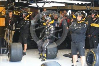 World © Octane Photographic Ltd. Formula 1 – Belgian GP - Practice 3. Renault Sport F1 Team RS18 mechanics. Spa-Francorchamps, Belgium. Saturday 25th August 2018.