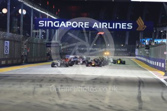 World © Octane Photographic Ltd. Formula 1 – Singapore GP – Race. Mercedes AMG Petronas Motorsport AMG F1 W09 EQ Power+ - Lewis Hamilton leads races start. Marina Bay Street Circuit, Singapore. Sunday 16th September 2018.