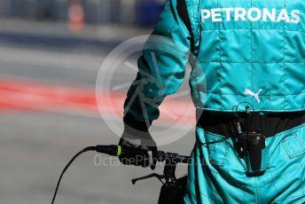 World © Octane Photographic Ltd. Formula 1 – Winter Testing - Test 2 - Day 2. Mercedes AMG Petronas Motorsport AMG F1 W10 EQ Power+ - Lewis Hamilton pit crew waiting for him. Circuit de Barcelona-Catalunya. Wednesday 27th February 2019.