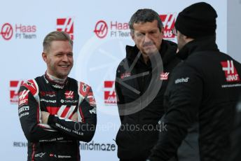 World © Octane Photographic Ltd. Formula 1 – F1 Pre-season Test 1 - Day 1. Guenther Steiner - Team Principal of Haas F1 Team talks with Kevin Magnussen. Circuit de Barcelona-Catalunya, Spain. Wednesday 19th February 2020.