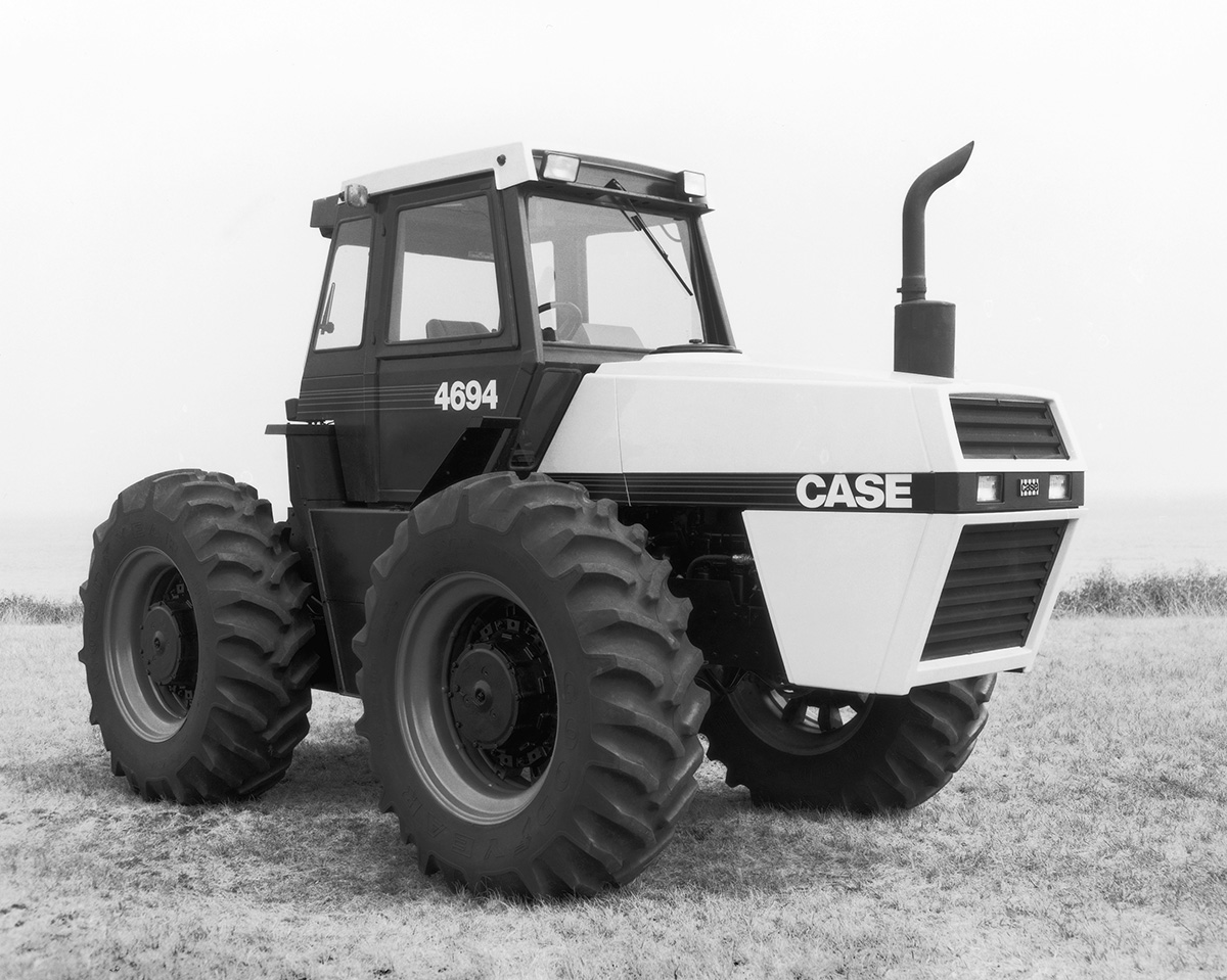 hight resolution of the 4694 was now the middle of a five tractor lineup and still largely an