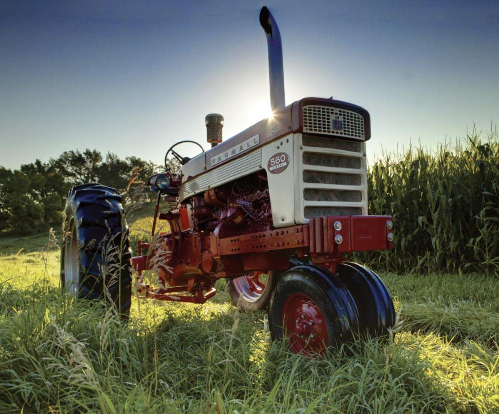 medium resolution of the farmall 560 introduced new hydraulic systems designed to improve field performance these included tel a depth linkages to control implement depth