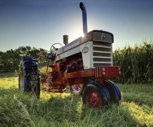 small resolution of the farmall 560 introduced new hydraulic systems designed to improve field performance these included tel a depth linkages to control implement depth
