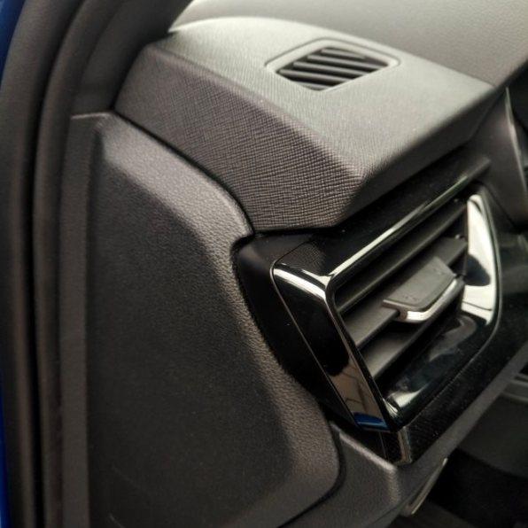 Škoda Scala test recenze detail přední palubovka
