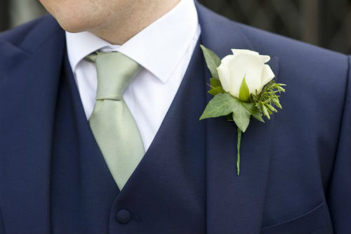 Traditional Versus Modern Boutonnière Styles For Weddings