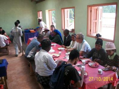 le repas entre OdADI France, les ruraux et les membres d'ODADI