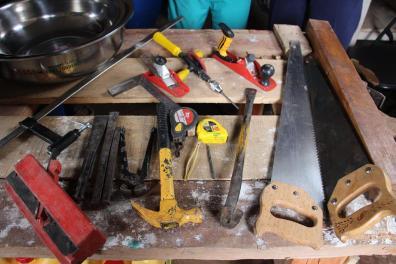 Le matériel donné aux apiculteurs pour construire leurs ruches