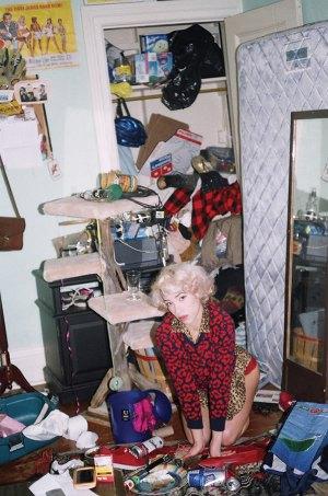selfie messy bedroom fails backgrounds vice bed rooms worst bedrooms garbage ladies oddee shirt very