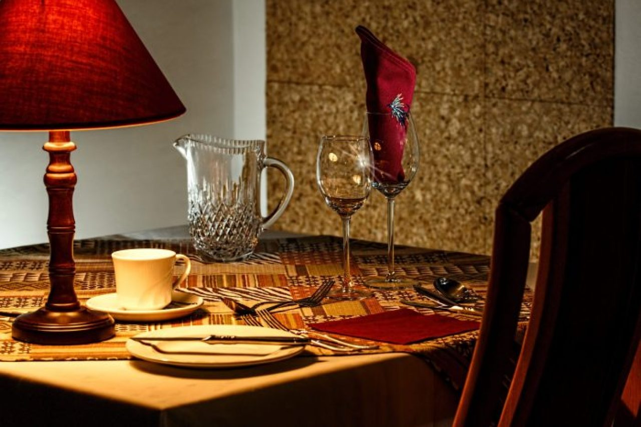 Date night Disasters | Restaurant http://oddhogg.com