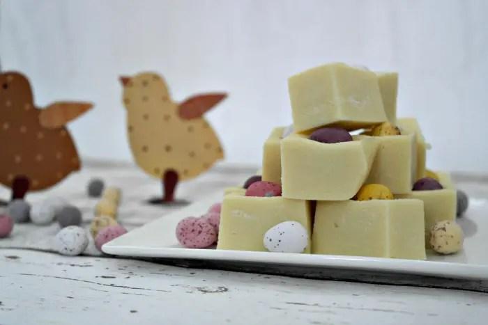 Three Ingredient Fudge | On a plate http://oddhogg.com