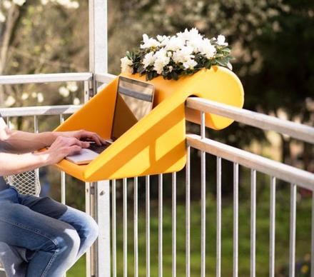 BalKonzept: A Balcony Desk and Flower Box