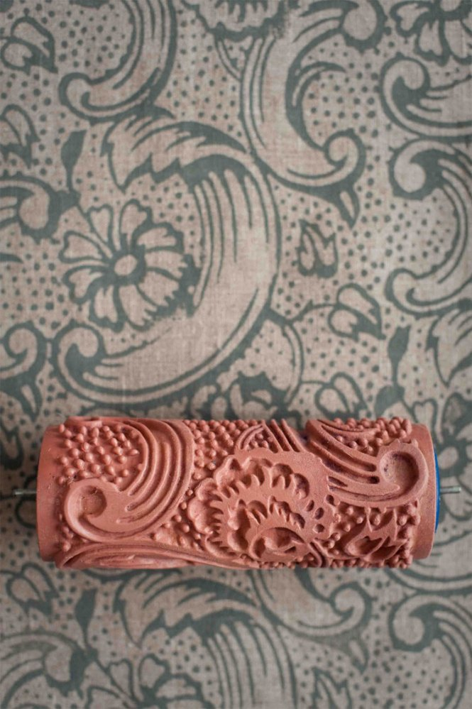 Patterned Paint Rollers Create Clic Wallpaper Via Painting