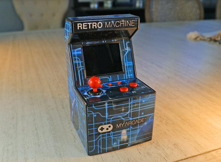 Mini Arcade Machine Has 200 PreInstalled Nostalgic Video