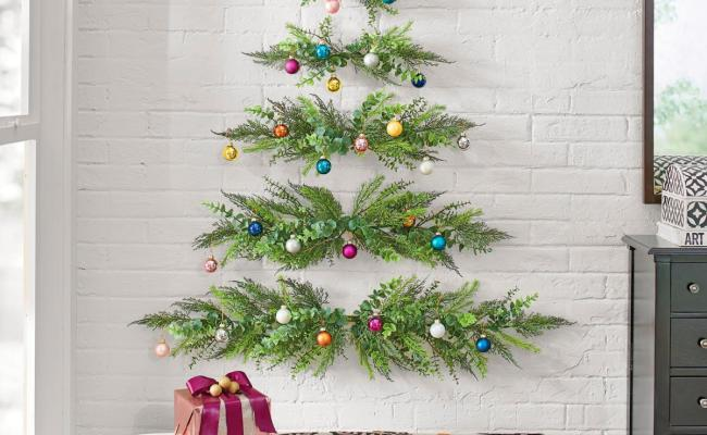 This Minimal Wall Mounted Christmas Tree Will Save Space