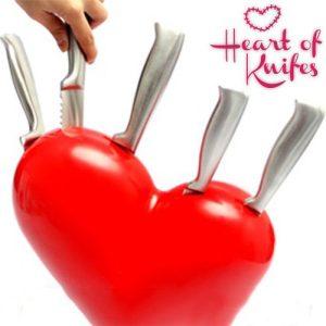 Sydän-Veitsisetti-Telineellä-Heart-of-Knifes-1