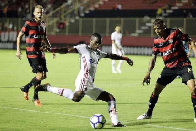 Vitória e Flamengo fizeram jogo polêmico no Barradão