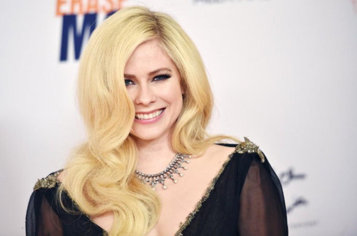 Avril Lavigne lana novo lbum depois de 5 anos O Dia  Celebridades