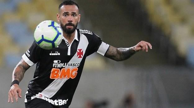 Leandro Castan lamentou o péssimo momento do Vasco, resultado da falhas gestões no passado, opina o capitão