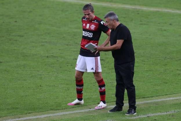 Dome tem muito o que conversar com os jogadores para ajustar o sistema defensivo do Flamengo