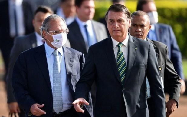 Presidente Jair Bolsonaro e ministro da Economia, Paulo Guedes, dizem que reformas são prioridade - AFP