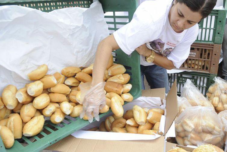 O pão francês foi um dos itens da cesta básica que mais subiram no ano passado (Foto: Arquivo/Agência Brasil)