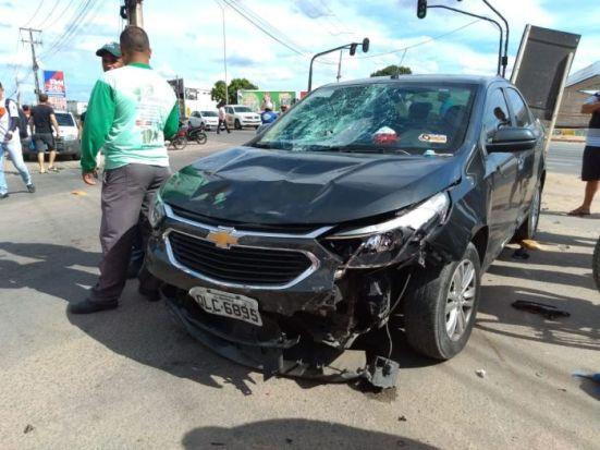 Acidente envolveu um carro e três motocicletas (Foto: Todo Segundo)