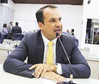 """""""Não sou de direita nem de esquerda"""", diz Francisco Sales"""
