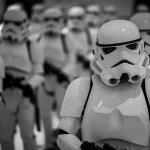 Capacete do Star Wars e objetos de filmes famosos vão a leilão