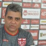 """Marcelo Cabo lamenta derrota, mas comemora atuação do CRB: """"fomos melhor que o Paraná"""""""